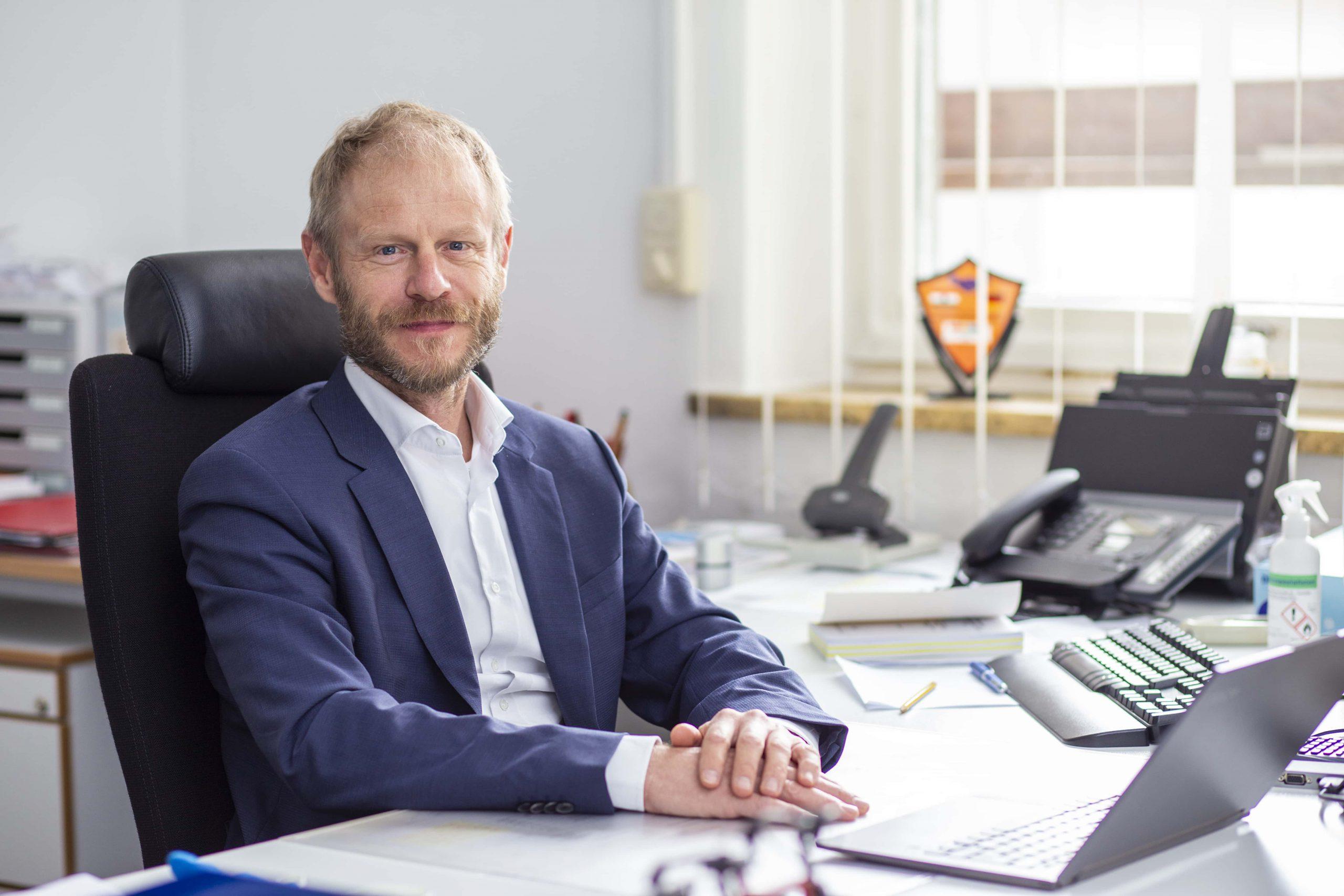 Dr. Wolfgang Holzer, OStD